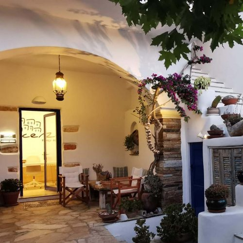 Vincenzo Family Rooms - The best place to stay on Tinos, Greece